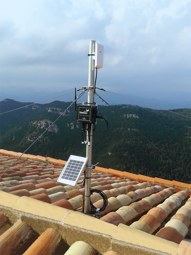 Smart Environment sensor node can harvest energy and receive new calibrated probes