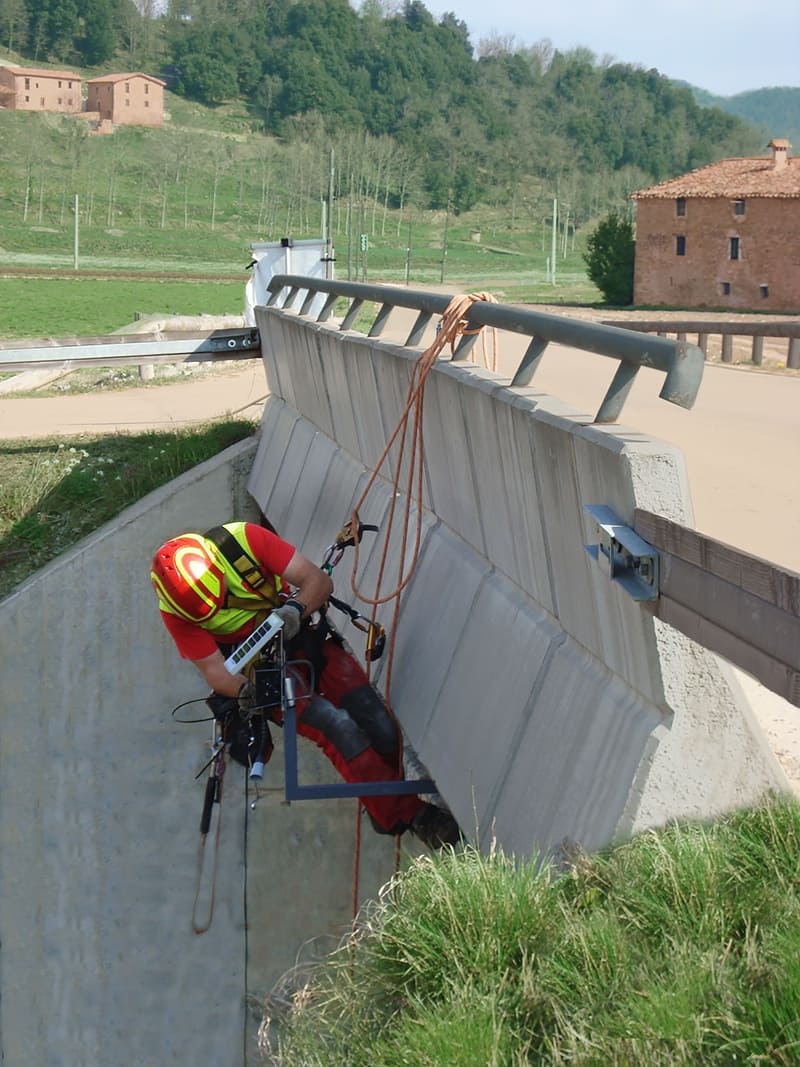 Antenna and sensor node placement to detect water level for flood prevention