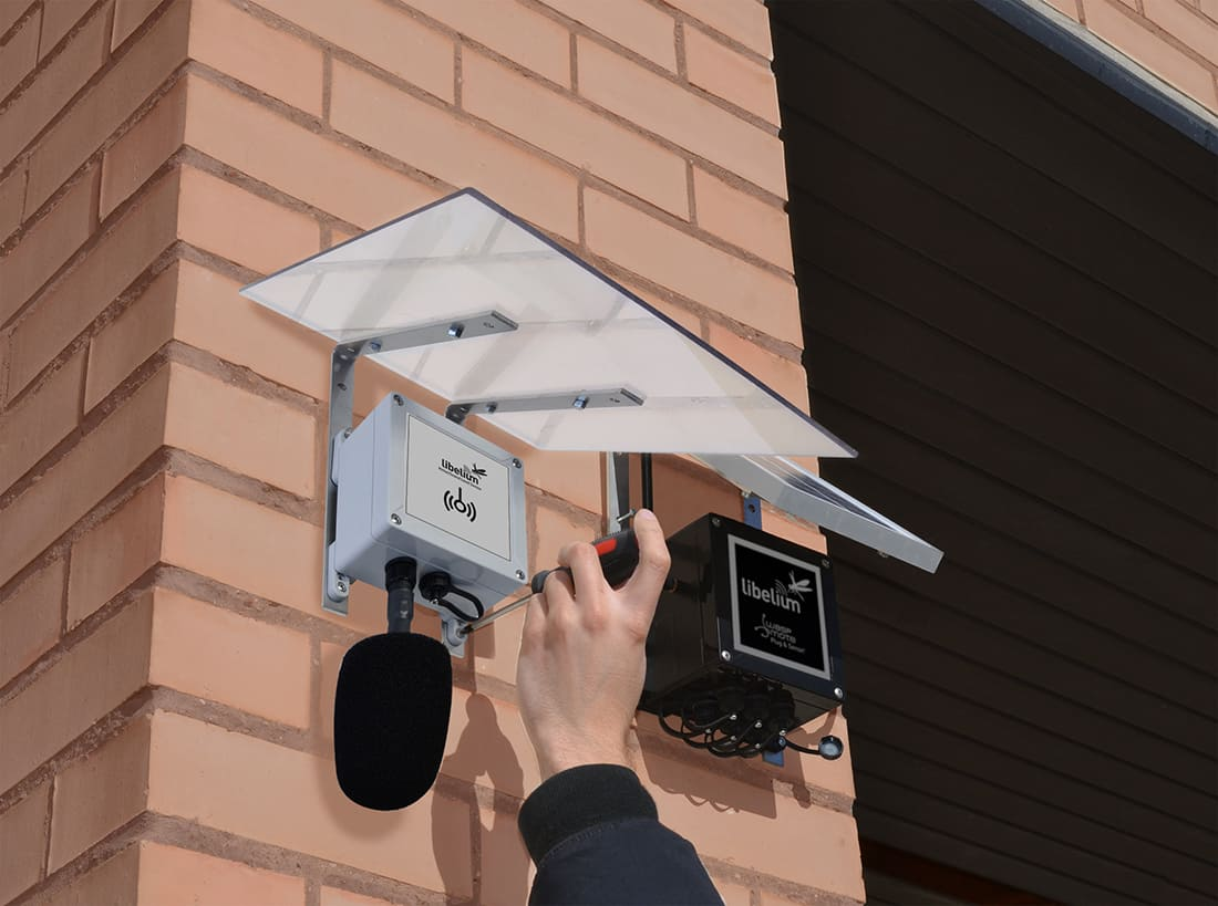 Noise level sensor probe installed