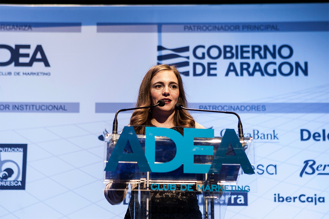 Alicia giving her speech after receiving the award