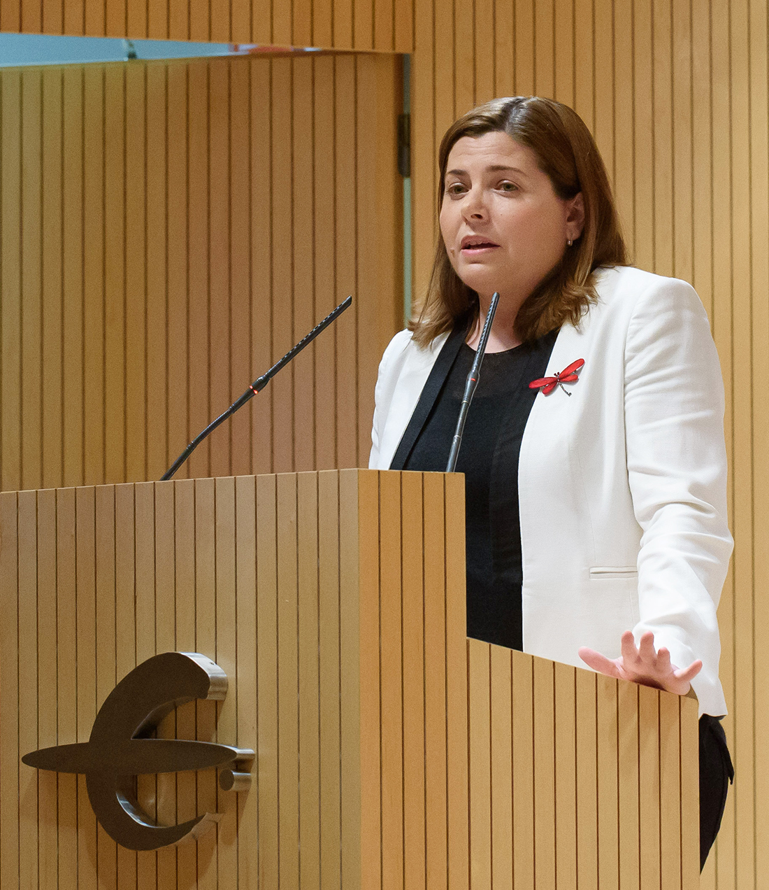 Elena García-Lechuz received the prize from the Marta Gastón