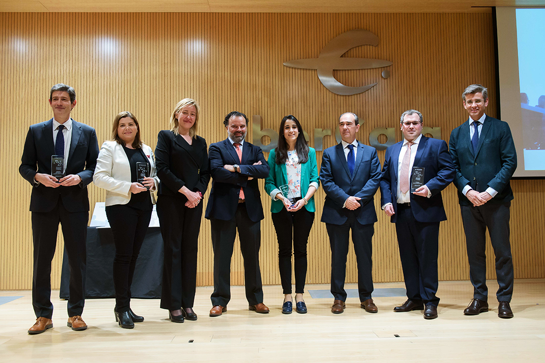 All the winners of III Aragon, Business and Future Awards with the authorities