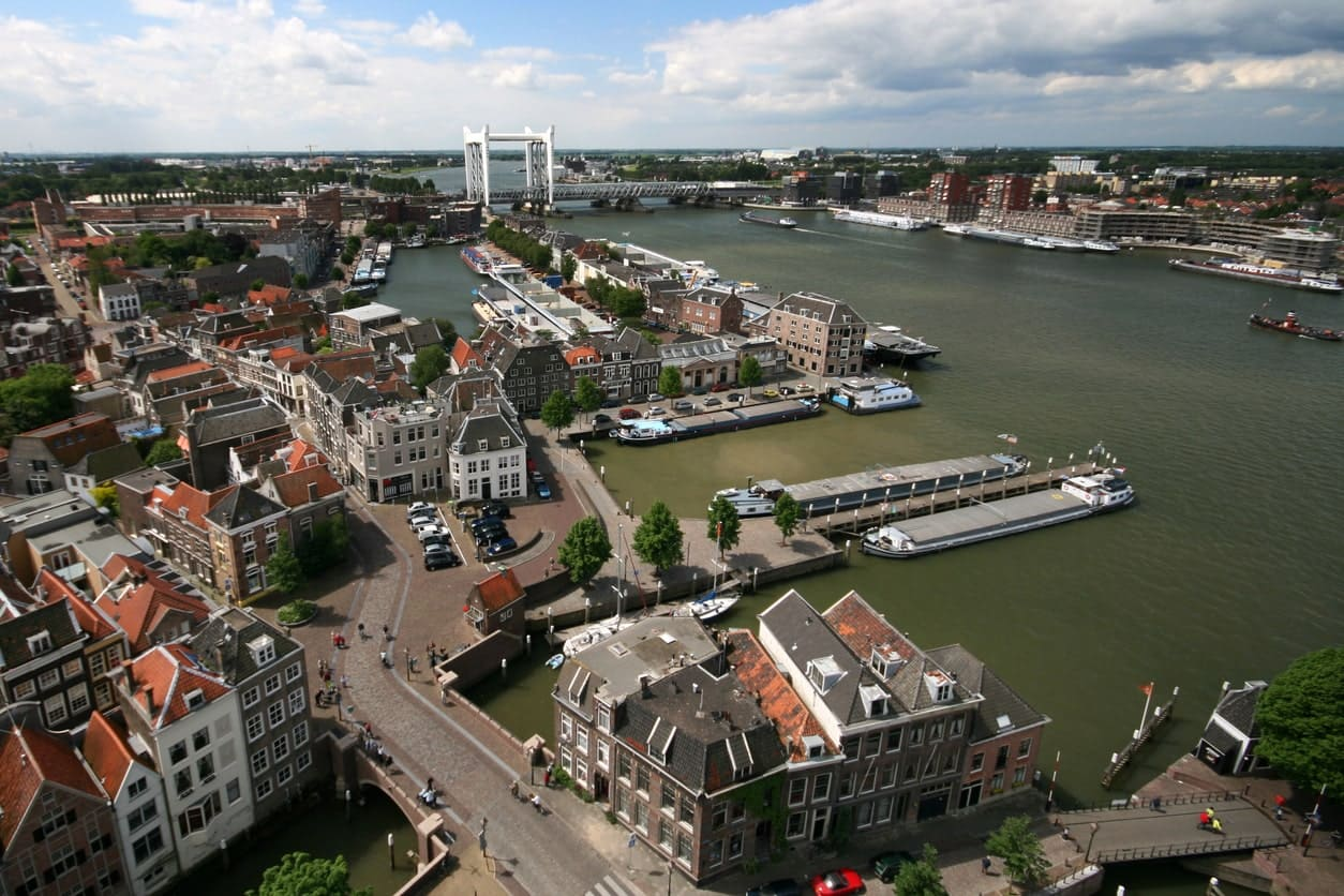 Detecting road modality and occupancy patterns to enhance urban planning in Dordrecht Smart City