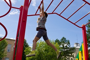 Preventing asthma attacks in children with a sensor network that monitors air quality conditions in play areas