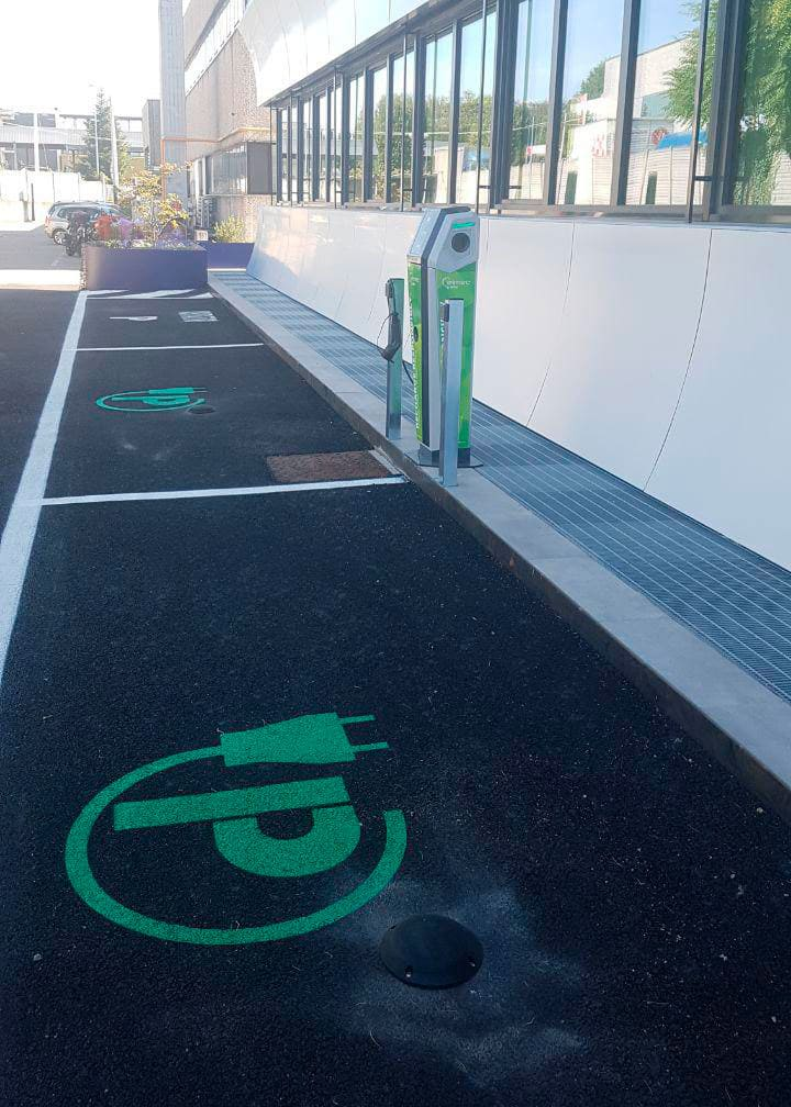 Outside smart parking recharging points
