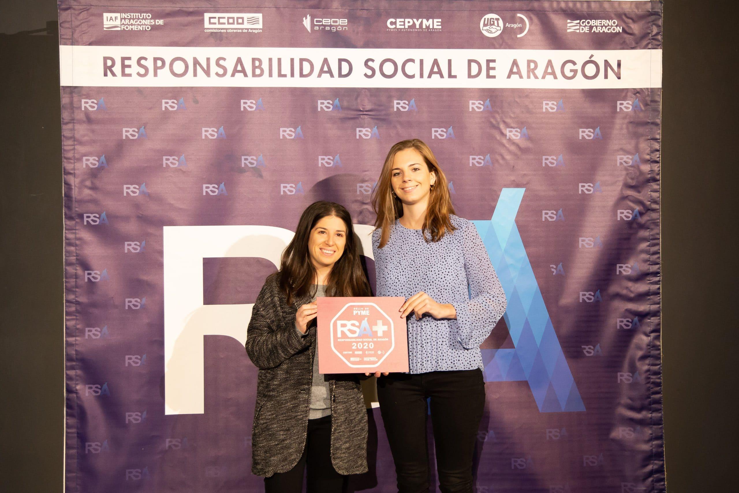 Noelia y María recogen el Sello RSA